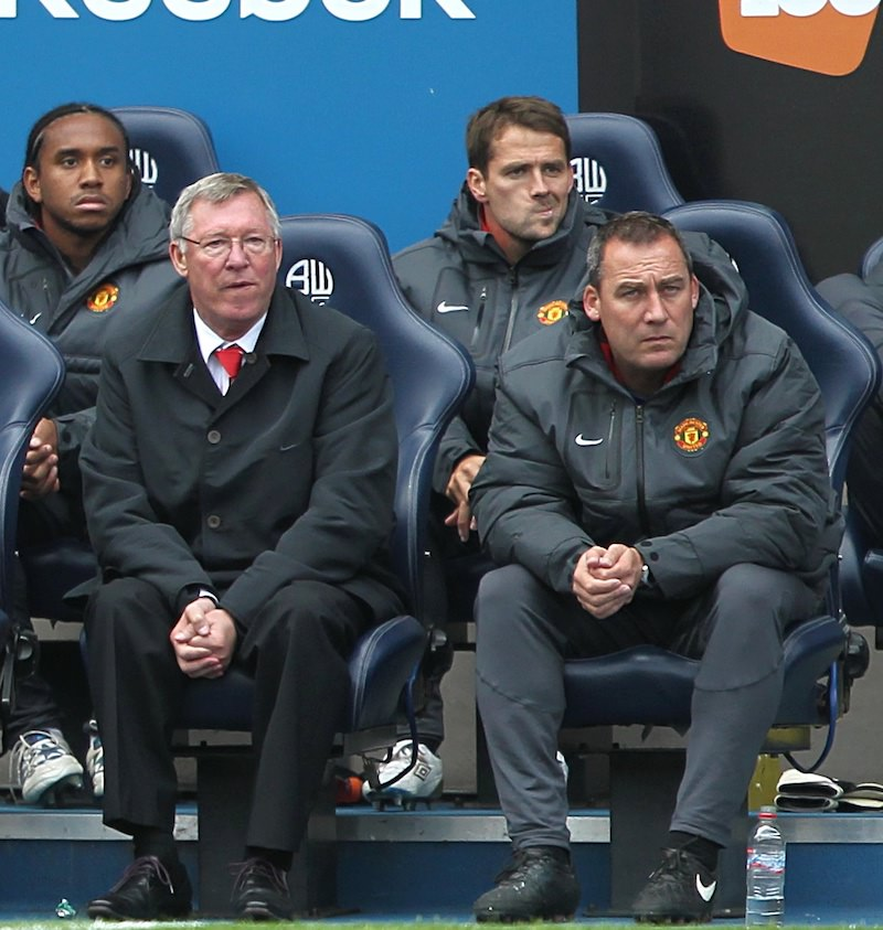 Alex_Ferguson_and_rene_meulensteen_watch_a_premier_league_game_from_the_manchester_united_bench
