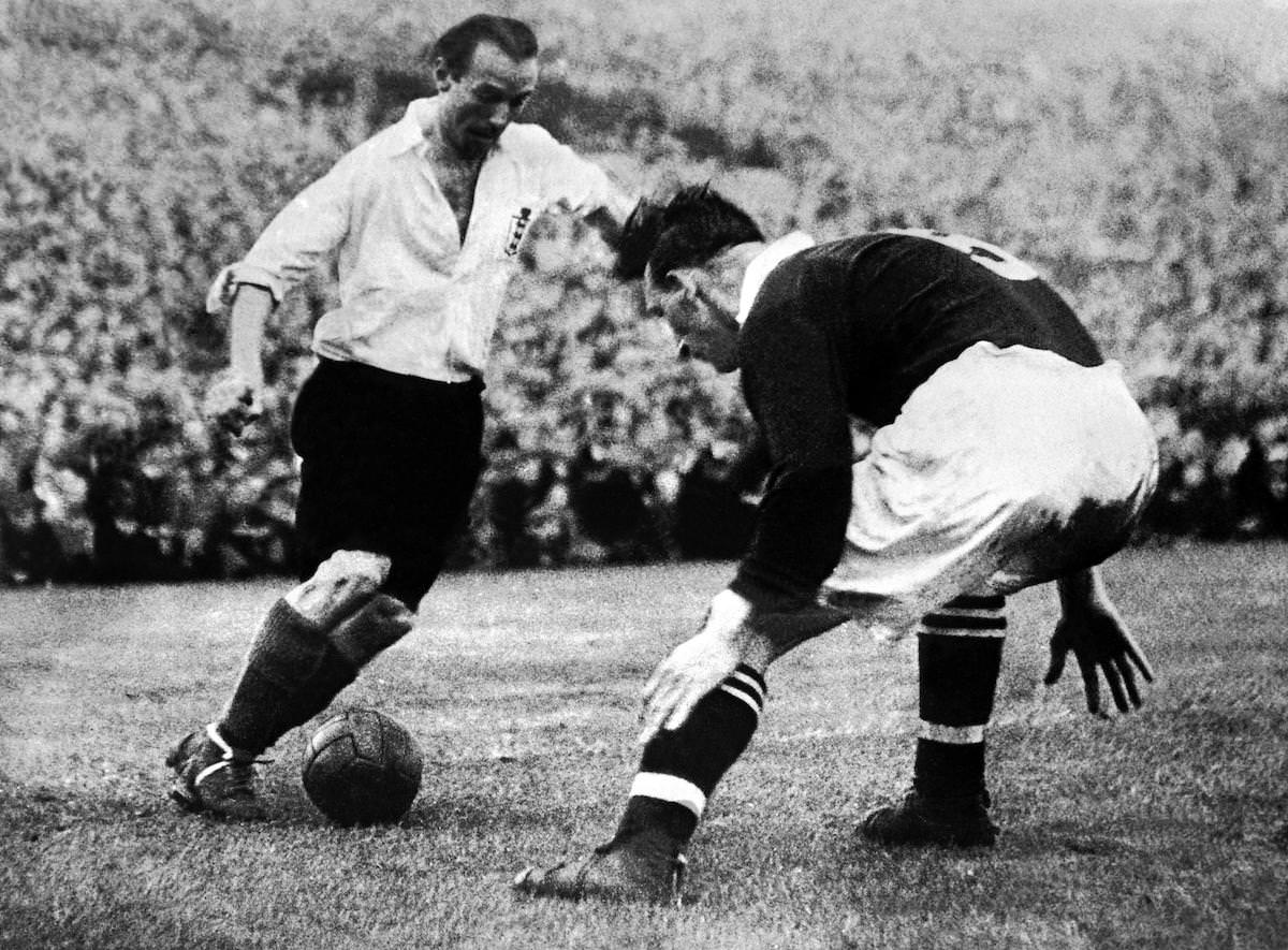 Stanley_Matthews_uses_his_skill_to_get_past_his_opponent_football4football