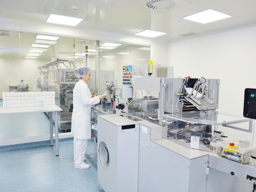lab_technician_in_lab