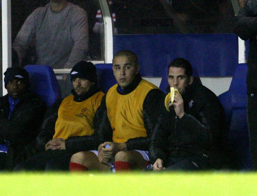 Football_4_Football_players_eat_banana_during_a_football_match_5_a_day_nutrition.jpg