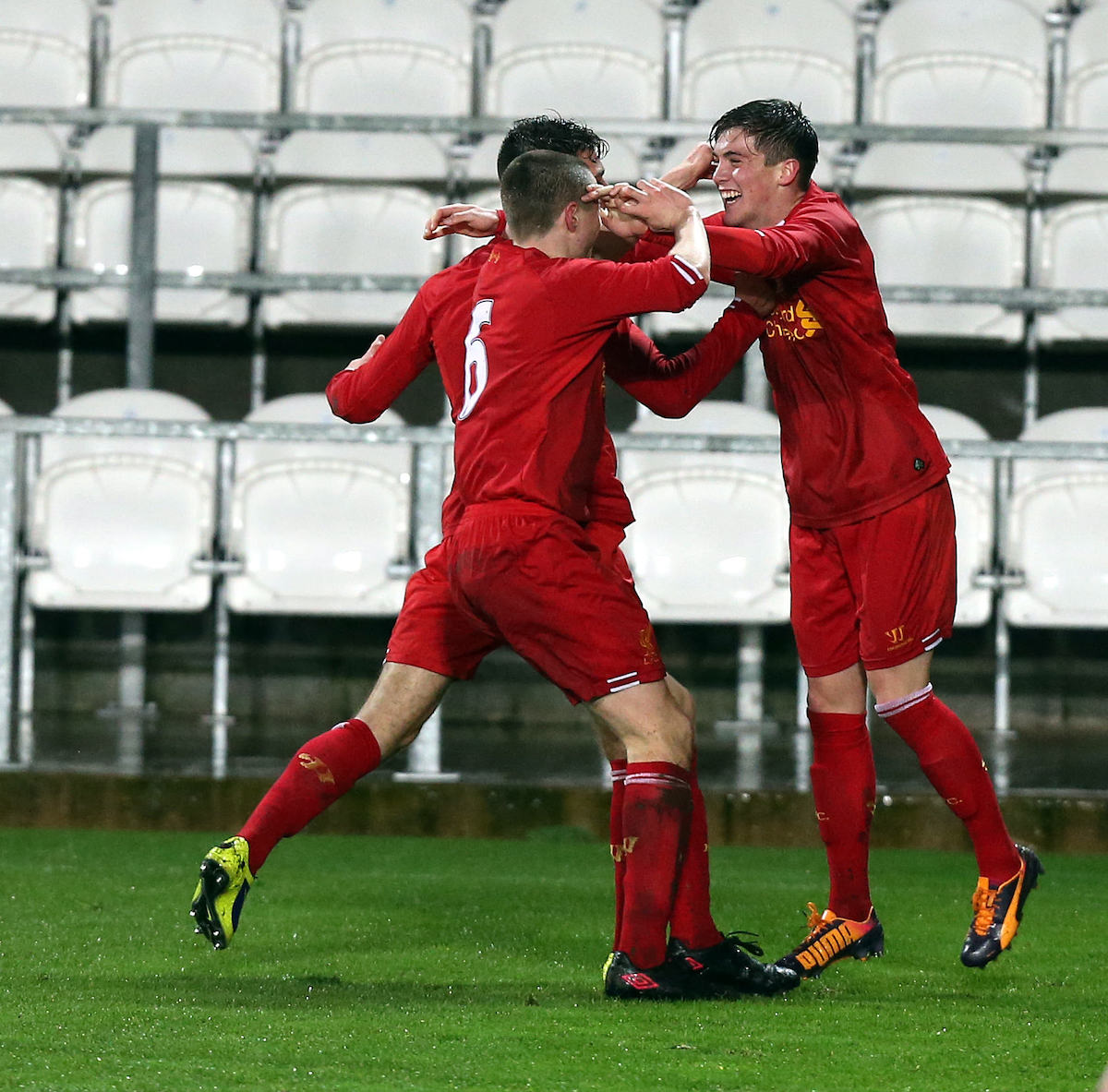 Liverpool_FC_youth_team_celebrate_victory_football4football