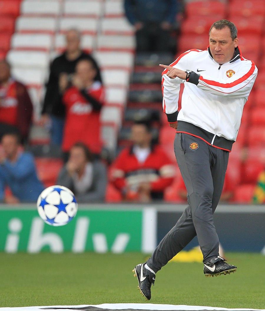 Rene_Meulensteen_strikes_a_ball_during_a_Manchester_United_pre_match_warm_up_football4football