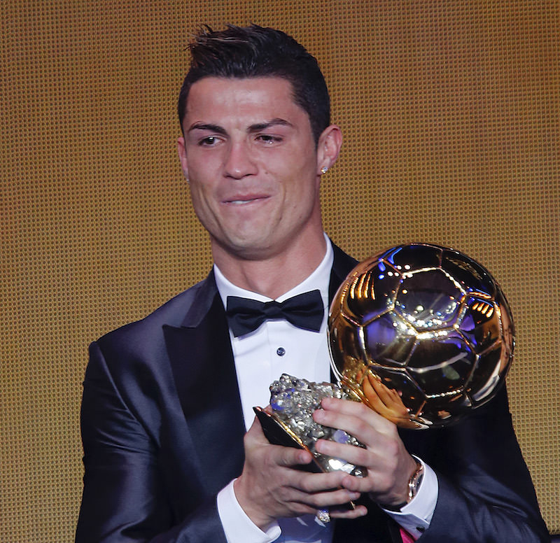Cristiano_Ronaldo_shows_his_best_player_in_the_world_award_football4football