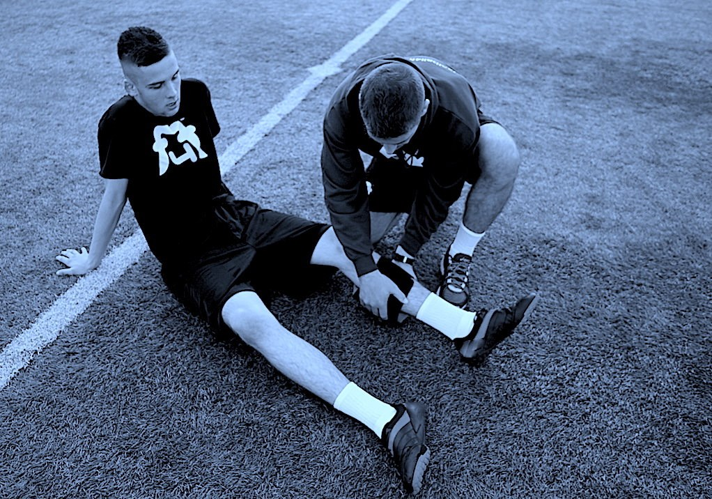 Footballer_recieves_ice_treatment_on_a_calf_injury