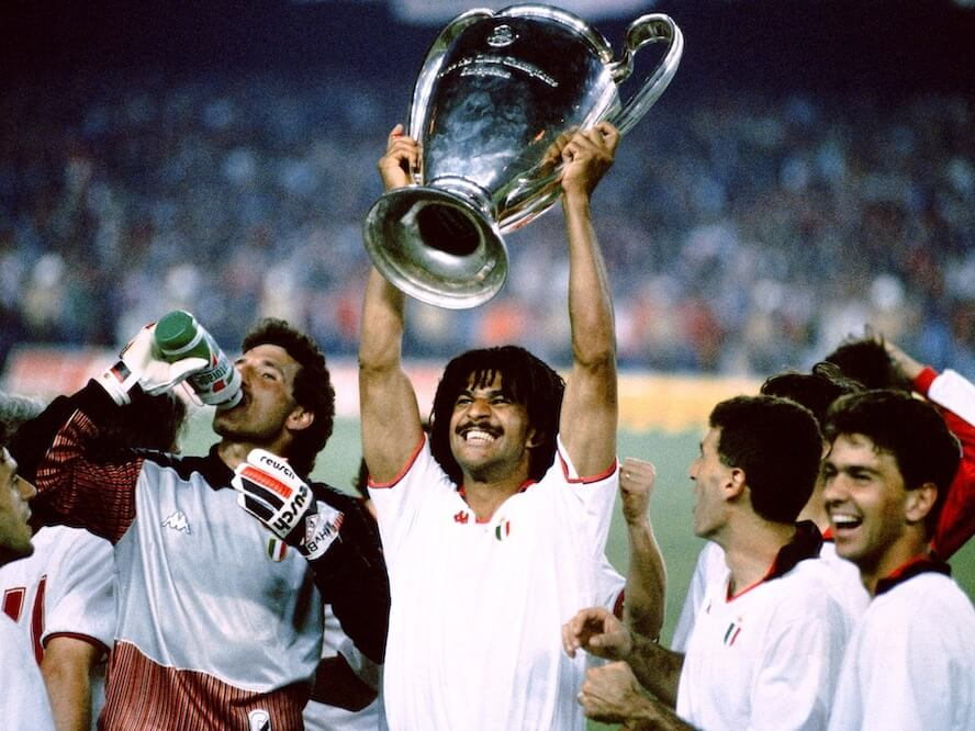 gullit_holding_trophy_1989_european_cup
