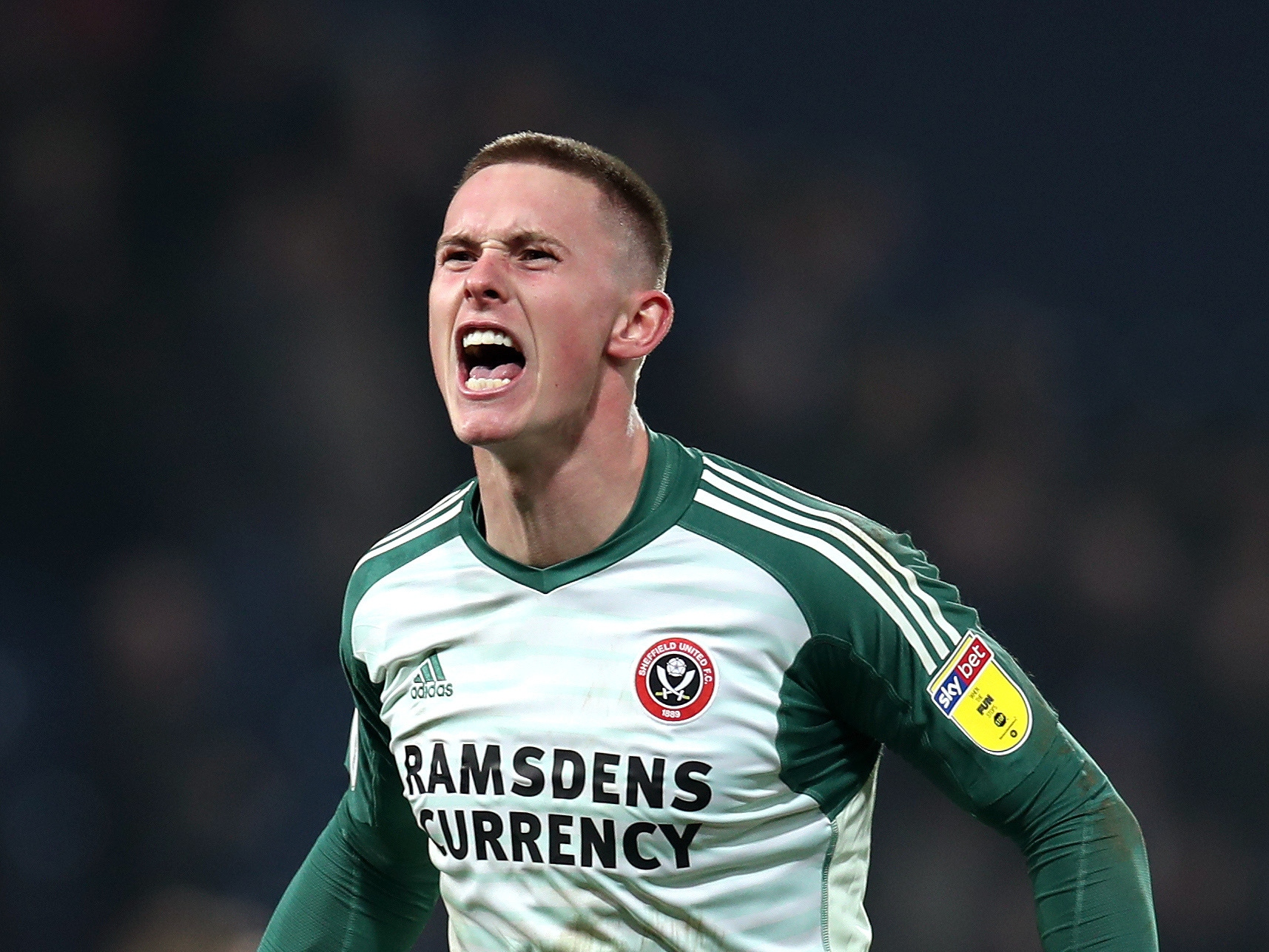 Dean Henderson signs new Manchester United contract.