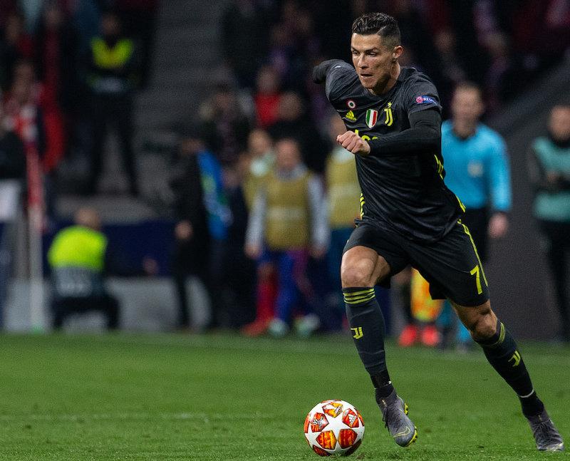 Ronaldo_runs_with_the_ball_during_a_match_Serie_A_game_football4football