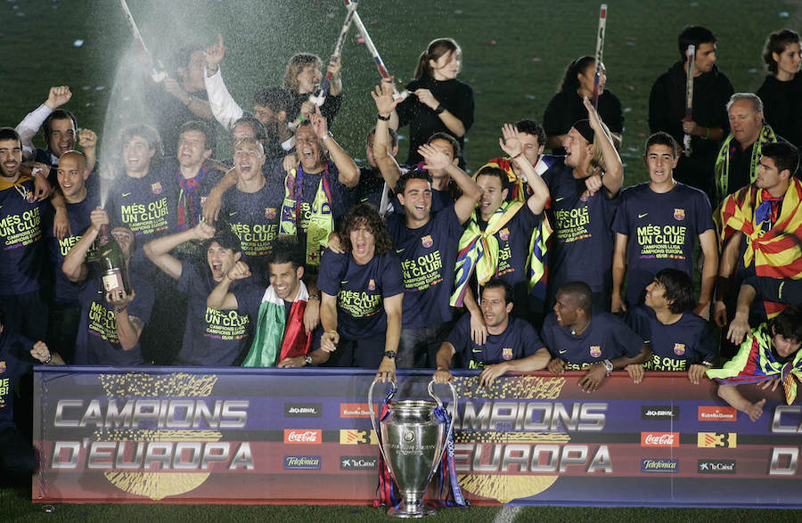 barcelona-team-celebrate-with-trophy-football4football