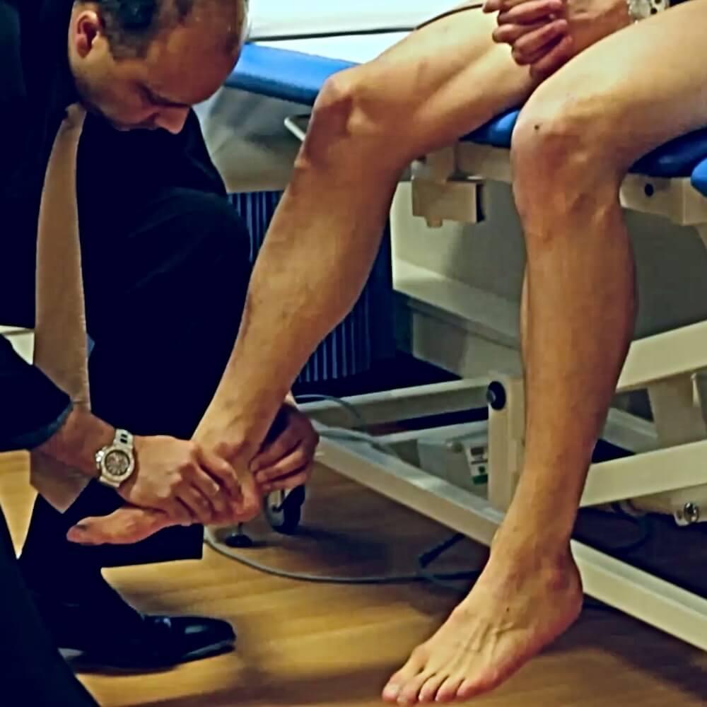 Clinical_examination-of_achillies_tendon_football4football